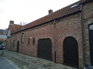 Deze woning in een doodlopende straat is gelegen in het centrum van Haaltert op wandelafstand van de winkels en heeft een vlotte verbinding naar de au