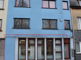 Kantoorgelijkvloers, met brede vitrine en goede zichtbaarheid op Mechelse ring. Vloeroppervlakte ca 85m². Bevat : inkom, wachtruimte, L-vormige k