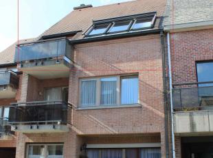 Appartement en belle état, prêt pour habitation, au derniere étage (2ieme) d'un building recent. Inclus : entré avec toilet