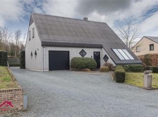 Vrijstaande gezinswoning gelegen in bosrijke omgeving<br /> Troeven<br /> Inpandige garage<br /> Zuidelijk georiënteerde tuin met terras<br /> Vl