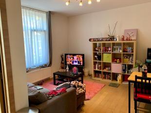 Location d'un appartement récent 1 chambre à Jambes. Il est constitué d'une cuisine équipée, salon + salle à