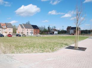 Prachtig perceel bouwgrond van 390m² voor bouw van HOB zonder bouwverplichting. Breedte aan de straat : 10m. Bebouwbaar ; 7m x 13m (glvl + 1eV) +