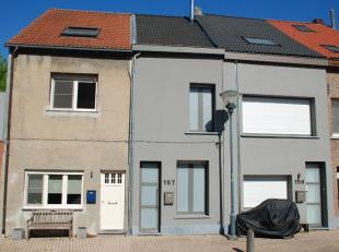 De woning is gelegen in een zeer rustige woonwijk 'Hoek' aan de Rupeldijk in Boom. Het betreft een verkeersluwe woonomgeving, doch dichtbij interessan