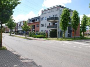 Zeer centraal gelegen en goed onderhouden appartement bestaande uit: -1: een privatieve autostaanplaats en een privatieve berging; GLVL: een inkomhall