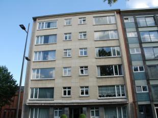 Volledig instapklaar appartement op de 4eV met LIFT bestaande uit: -1: een privatieve KELDER, een autostaanplaats en een gemeenschappelijke fietsensta