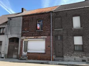 Petite maison de ville à rénover, comprenant au rez de chaussée, un living, un espace cuisine, et une remise à l'ét