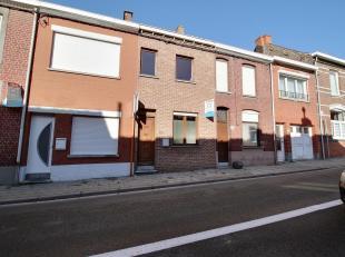 MOUSCRON - Maison trois chambres avec garage :<br /> - Rez-de-chaussée : hall d'entrée, cuisine (taques vitrocéramique, hotte, &e