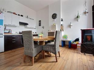 TOURNAI - Appartement duplex sur un axe entrant de la ville, deux chambres. Coefficient énergétique G (916 kWh/m².an). Libre au 01/