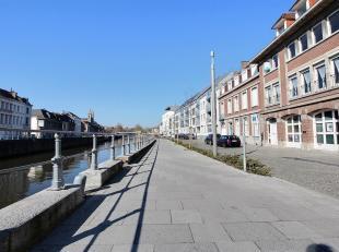 TOURNAI - Appartement de charme avec vue sur l'Escaut, deux chambres, balcon. Coefficient énergétique F (442 kWh/m².an). Disponible