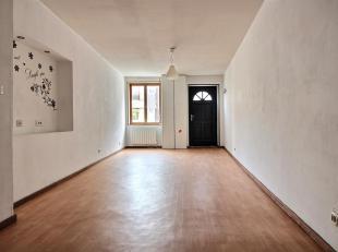 TEMPLEUVE - Jolie maison au centre du village, deux chambres, cour. Coefficient énergétique E (405 kWh/m².an). 109.000 euro