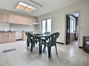 TEMPLEUVE - Maison villageoise, deux chambres avec cour et jardin. Coefficient énergétique G (524 kWh/m².an) . Disponible au 01/07/