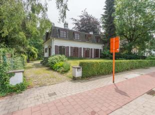 Deze alleenstaand woning bevindt zich op een absolute top locatie vlakbij Gent-Sint-Pieters en naast het natuurgebied Overmeers.<br /> Deze villa omva