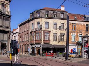 Binnen de Gentse binnenring verkopen wij dit gebouw bestaande uit een handelsgelijkvloers (100m2) en 3 appartementen met telkens 1 slaapkamer.<br /> V