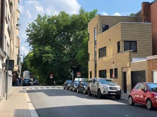 Deze garagebox is gelegen in residentie Vendôme aan het Gentse Zuidpark.<br /> Via een brede geautomatiseerde sectionaalpoort (met codeklavier)