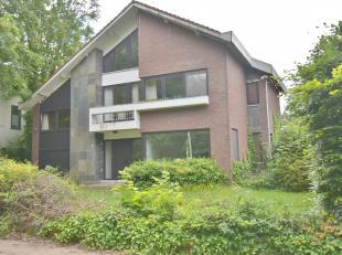 BEUKENLAAN 160, 2850 BOOM<br /> Deze ruime te renoveren villa op een groot perceel van om en bij de 1.300 m² is gelegen naast het Gemeentelijk Pa