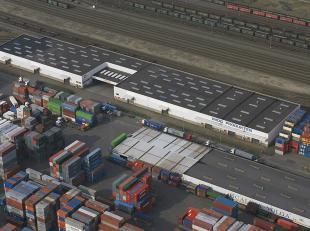 Het gebouw is gelegen in het havengebied tegenover de terminal van P&O Ports. <br /> <br />  Ontsluiting via de ring van Antwerpen en Noorderlaa