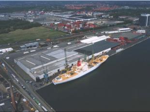 Magazijn Kaai 192 :  <br /> Multifunctioneel magazijn van ± 6.945 m² gelegen in de Antwerpse Haven, ter hoogte van kaai 192. <br /> Maga