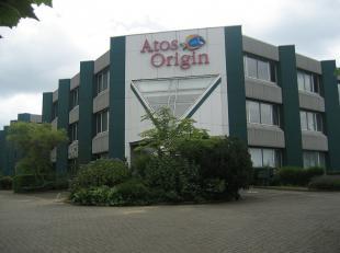 De bestemming van het terrein is een gebied voor luchthavengerelateerde kantoren en diensten. <br /> Het gebouw bestaat uit een vloeroppervlakte van