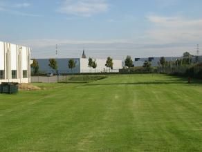 Magazijn van 14.000 m² op een grondoppervlakte van 6,4 HA. <br /> Gelijkvloers : 10.200 m², Opsplitsbaar vanaf 5.000m² <br /> 1e verd