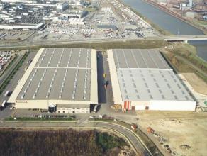 Logistieke site op een strategische ligging te Genk. <br /> De magazijnen zijn uitgerust met een sprinklerinstallatie. Zijn geïsoleerd en verwamr