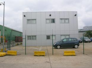 Privatief kantoorgebouw met parking in de haven. <br /> <br />  <br />  Bouwjaar 2005 <br />  Gelijkvloers <br />  120 m² <br />  Sanitair,
