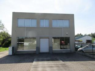 Het eigendom bestaat uit twee percelen met een totale oppervlakte van 37are 18ca ( 2.120m² + 1.598 m²) <br /> <br />  Straatbreedte aan de