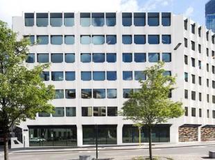 Het gebouw ligt centraal tussen de Kruidtuin- en de Madoutunnel enis daardoor vlot bereikbaar met het openbaar vervoer. <br /> <br />  Kantoor-en ar