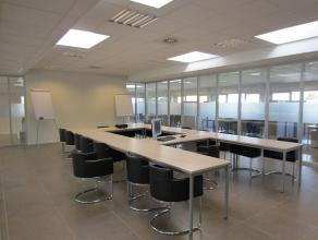 Kantoren zijn gelegen op de eerste verdieping. Via een centrale receptie zijn er verschillende kantoren beschikbaarin open landschap of afzonderlijke
