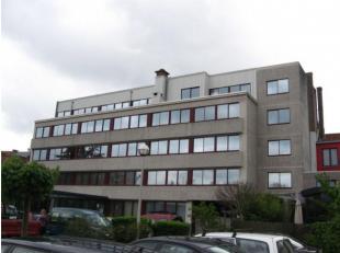 Kantoorgebouw gelegen in een groene en rustige omgeving op een terreinoppervlaktevan1 ha 10 a aan de rand van de stad Gent (omgeving UZ).Dit kantorenc