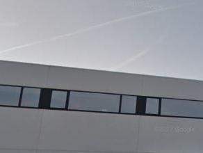 Mooi kantoorgebouw langs de E17 ( Antwerpen - Gent) dichtbij op-en afrit zwijndrecht. Het kantoor heeft en industriële uitstraling. <br /> <br /