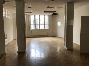 Kantoren te huur in Anderlecht. <br /> <br />  Kantoren met authentieke elementen. <br /> <br />  De kantoren zijn gelegen op 3 verdiepingen: <br