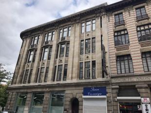 Kantoren te huur in Anderlecht vanaf 425m². <br /> <br />  Hoekgebouw met veel lichtinval en authentieke elementen. <br /> <br />  Het gebouw