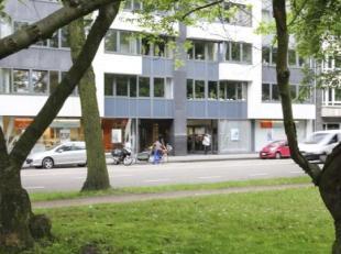 Makkelijk bereikbaar en op 200meter van de op-en afrit E40-E17 Gent Centrum. <br /> <br />  Het kantoorgebouw is gevestigd aan de Hofstraat 269, maa