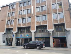 Het gebouw bestaat uit een totale oppervlakte van 3.418m² waarvan 1.552m² verhuurbare oppervlakte. <br /> <br />  De beschikbarekantoren b