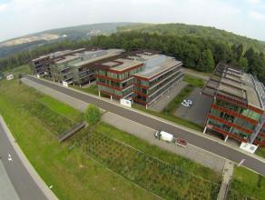 Volledig ingerichtebusiness center biedt een groot aanbod aan conferentie-,vergaderruimtes en kantoren. Kantoren liggenb midden in het groen en hebben