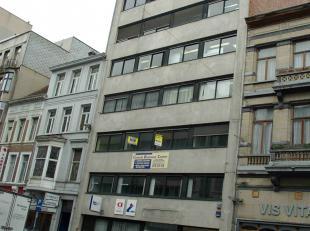 Kantoren gelegen in het centrum van Antwerpen. <br /> 180 m² op de 1e, 2e en 6e verdieping. <br /> Kantoren met vasttapijt, linoleum en schilde