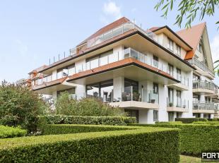 Zongericht appartement te koop in residentie Villa Monet te Nieuwpoort. Dit hoekappartement is gelegen op de 2de verdieping en omvat een inkomhal, rui
