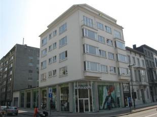 RUIM EN STIJLVOL APPARTEMENT MET 2 SLAAPKAMERS EN KELDER. 4de verdieping met lift - Mooie en centrale ligging tegenover nationale bank nabij openbaar