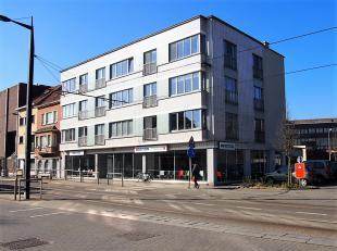 Ruim (318m²) gelijkvloers handelspand te koop uitstekend gelegen met een schitterende zichtlocatie op een boogscheut van het station Gent-Sint-Pi