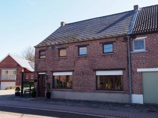 Leuke starterswoning te koop nabij het centrum en het station van Tildonk. De woning is goed onderhouden en omvat een ruime leefruimte, keuken, verand
