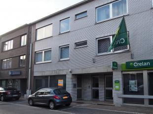 Handelsruimte met een oppervlakte van 140m² te huur in het centrum van Begijnendijk. Deze ruimte was voordien een bankkantoor. Er is een wacht- e