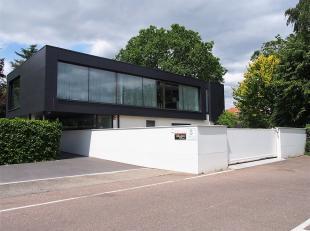 Modern kantoorgebouw met exclusieve woonst te koop centraal gelegen te Heverlee op een boogscheut van het treinstation, de bushalte, Arenberg kasteelp