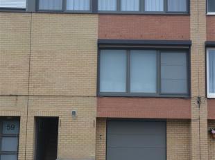 Schitterende gerenoveerde bel-etage woning in een rustige kindvriendelijke straat. De woning heeft een eigen oprit met parkeerplaats voor 1 à 2