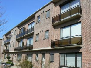 Instapklaar appartement met 2 slpk, terras en garage<br /> -Inkomhal met vestiairekast<br /> -Ruime woonkamer met tegelvoer<br /> -Ingerichte keuken (