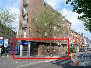 Antwerpen: hoek Abdijstraat / Boomsesteenweg, kantoorpand van 124m², gelegen op een uitstekende ligging met veel passage. Pand mogelijk voor veel