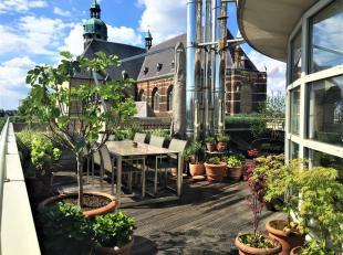 """Deze unieke PENTHOUSE met een panoramisch zicht op de """"Sint-Andries kerk"""" en skyline van Antwerpen is centraal gelegen in het hartje van het modecentr"""