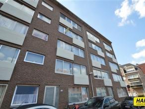 Charmant appartement van ca. 84m² met 2 slaapkamers gelegen op de derde verdieping in een gebouw met lift. Appartement bestaat uit een inkomhal v