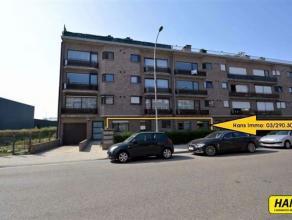 KLEIN BESCHRIJF MOGELIJK!!! Op te frissen gelijkvloersappartement van 90m² met 2 slaapkamers, een voortuin en een ondergrondse autostaanplaats. I