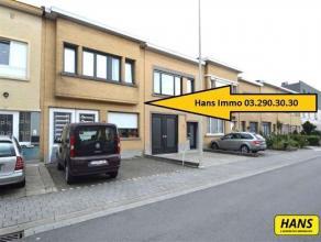 Volledig gerenoveerde (2010) rijwoning met 5 slpks., garage met tuin/terras en atelier van 120m² met een tot. bew. opp. van 125m² op een per