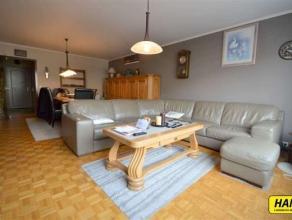 Volledig vernieuwd luxe appartement van 90m² met garage in Merksem! Inkom 7m² op parketvloer. Berging voorzien van aansluitingen voor wasmac